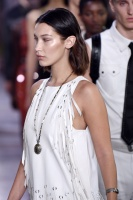 """Bella Hadid """"Bottega Veneta show, Runway, Spring Summer 2018, Milan Fashion Week"""" 23.09.2017 (x12) 1Fd8IpMV_t"""