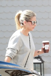 Sarah Michelle Gellar - Heading to a meeting in Santa Monica 9/21/17