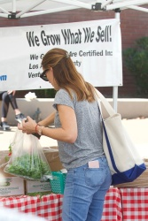 Jennifer Garner - Shopping at the Farmers Market in Brentwood 9/24/17