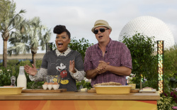 Yvette Nicole Brown - The Chew: October 13th 2017