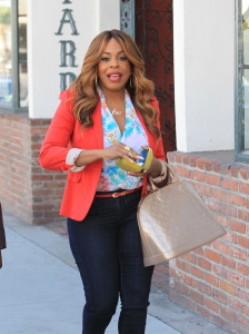 Niecy Nash - Going To Lunch at Cafe Gratitude in Beverly Hills (10/13/17)