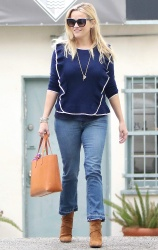 Reese Witherspoon - Out and about in Brentwood 10/1/17